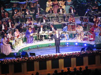 andre rieu thanking the audience